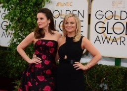 "Tina Fey (L) and Amy Poehler will reunite in the comedy ""The Nest."" ©AFP PHOTO / Frederic J. BROWN"