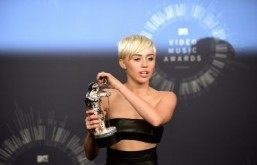 Miley Cyrus wins top prize at MTV Video Music Awards