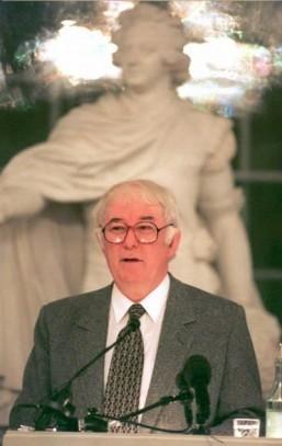 Nobel Literature laureate Seamus Heaney dead: sources