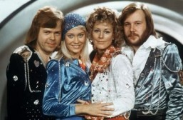 Swedish pop group Abba (from L to R) Bjorn Ulvaeus, Agnetha Faltskog, Anni-frid Lyngstad and Benny Andersson, pose during the Eurovision Song Festival, February 9th, 1974. ©AFP PHOTO/LINDEBORG