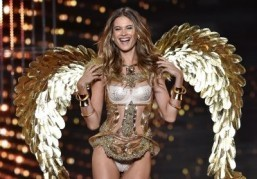 Butterflies, feathers, graffiti: it's the Victoria's Secret Fashion Show!