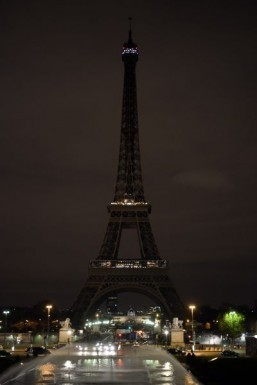 Eiffel Tower reopens three days after Paris attacks