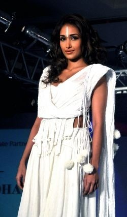 Bollywood actress Jiah Khan commits suicide: police