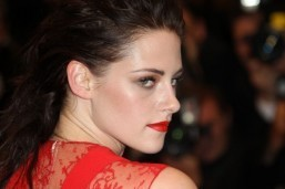 Kristen Stewart to play opposite Juliette Binoche in 'Sils Maria'