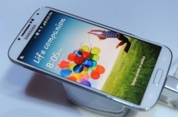 The successor to the Samsung Galaxy S4 is expected to arrive in 2014. ©AFP PHOTO/DON EMMERT