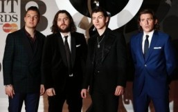 (L-R) Matt Helders, Nick O'Malley, singer Alex Turner and Jamie Cook of British indie rock band Arctic Monkeys pose on the red carpet arriving at the BRIT Awards 2014 in London on February 19, 2014. ©AFP PHOTO / ANDREW COWIE
