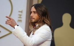 "Jared Leto fulfilled expectations by taking the first prize of the night, the best supporting actor Oscar for his heart-wrenching portrayal of a transgender woman suffering from AIDS in ""Dallas Buyers Club."" ©AFP PHOTO / Robyn BECK"