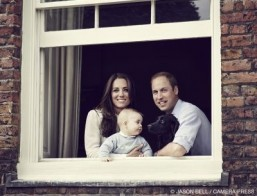 The Duke and Duchess of Cambridge pose with their son Prince George. In a handout picture released by Kensington Palace and Camera Press on March 29, 2014 Britain's Prince William, Duke of Cambridge (R) and Britain's Catherine, Duchess of Cambridge (L) pose with their son Prince George of Cambridge (C) and pet dog Lupo at their residence in Kensington Palace in mid March 2014. Prince William and his wife Kate released a rare family photo on Saturday showing the couple with their eight-month-old son Prince George, ahead of their overseas tour to Australia and New Zealand. ©AFP PHOTO / KENSINGTON PALACE / CAMERA PRESS / JASON BELL