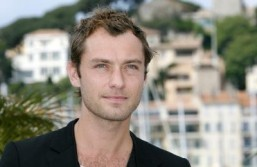British actor Jude Law ©AFP PHOTO / ANNE-CHRISTINE POUJOULAT