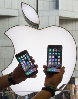Apple profit jumps but shares slip