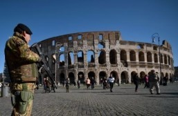 Rome banishes centurions, rickshaws over tourist scams
