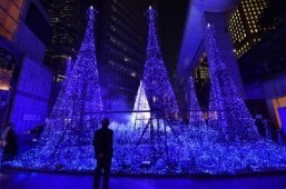"Illuminations featuring the theme of ""Canyon d' Azur"" (Blue Canyon) in Tokyo ©AFP PHOTO / Yoshikazu TSUNO"