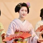 Japan's dainty geishas in secret fast-food raids