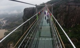 China's new glass bridge tests courage of tourists