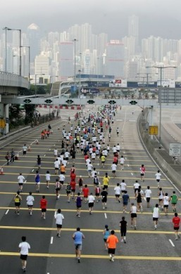 Hong Kong Marathon launches anti-'selfie' campaign