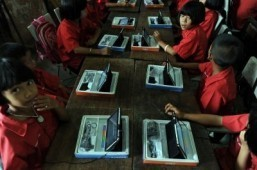 Tablets thrust Thai classrooms into digital era