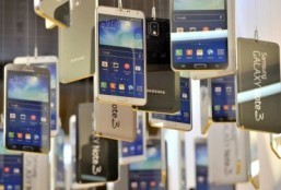 Samsung is the world leader when it comes to smartphones with big screens. ©AFP PHOTO / JUNG YEON-JE