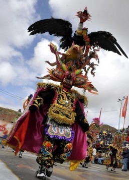 "A ""Diablada"" dancer participates in the Carnaval parade in Oruro ©AFP PHOTO/AIZAR RALDES"
