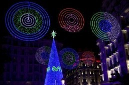 Christmas lights on Monteras street near Gran Via in the center of Madrid ©AFP PHOTO/ SEBASTIEN BERDA