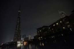 The Burj Khalifa tower (L) in Downtown Dubai during Earth Hour 2013. ©AFP PHOTO/KARIM SAHIB