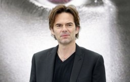 Billy Burke to play a vet on CBS drama 'Zoo'