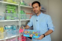 Loom band craze fetches French couple $1m