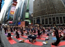 Yoga event draws thousands, including UN chief, to NY's Times Square
