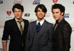 Boy band Jonas Brothers announce split 'for now'