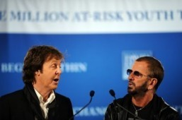Paul McCartney and Ringo Starr ©AFP PHOTO/Stan Honda