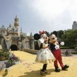 Disney bans selfie sticks over safety fears