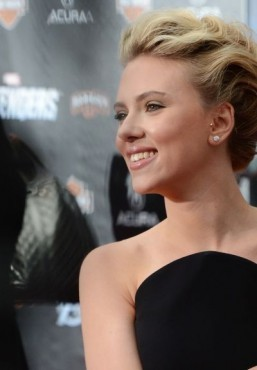 Twitter index: Scarlett Johansson engaged