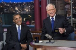 "US President Barack Obama and David Letterman speak during a break in the taping of the ""Late Show with David Letterman"" at the Ed Sullivan Theater on September 18, 2012 in New York, New York. ©AFP PHOTO/Brendan SMIALOWSKI"
