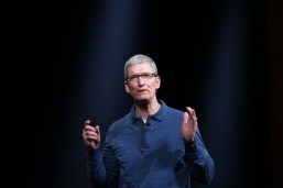 Bidding hot for chance at coffee with Apple chief