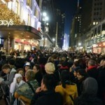 US stores in cutthroat fight for holiday shopping bucks