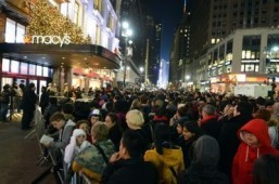 "Crowds outside Macy's department store November 22, 2012 in New York in advance of the midnight November 23 opening to start the stores' ""Black Friday"" shopping weekend This year, several retailers are opening their doors from late afternoon on Thanksgiving day, November 28, and promising to stay open all night and throughout Friday. ©AFP PHOTO/Stan HONDA"