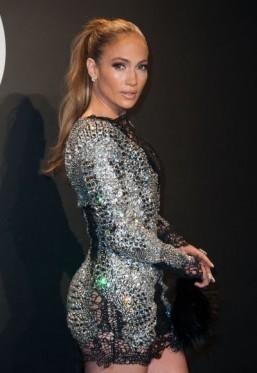 Jennifer Lopez to host AMAs