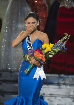 Miss Philippines crowned Miss Universe after live TV mix-up
