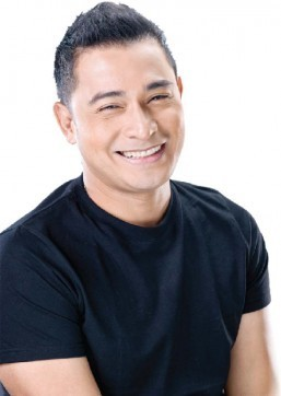 Cesar Montano showcases new artworks