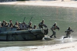 Philippine Marines simulate a beach landing exercise as part of their annual joint naval exercises with the US in Ternate, Cavite on Thursday. The Philippines in late August asked the US to provide military assistance in resupplying and rotating Manila's forces in the West Philippine Sea according to a military spokesman. (MNS photo)