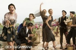 Eva Herzigova and Bianca Balti are all smiles in the latest Dolce & Gabbana campaign. ©Domenico Dolce pour Dolce & Gabbana