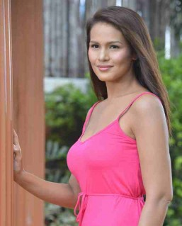 Iza Calzado gets engaged to British boyfriend