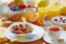A new study has found that eating breakfast could help obese people improve their health by causing them to become more active. © MaraZe/shutterstock.com