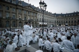Thousands flock to posh Paris flash mob picnic