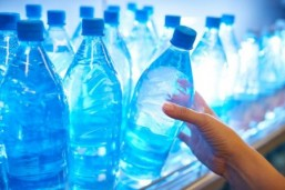 Hormone disrupting chemicals such as bisphenol A, used in plastic food containers and many cosmetics, are responsible for at least $340 billion (310 billion euros) in health-related costs each year in the United States. © mediaphotos/Istock.com