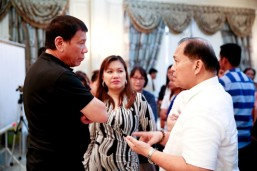 Duterte visits former judge's wake