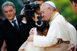 Pope signs up for World Youth Day using iPad