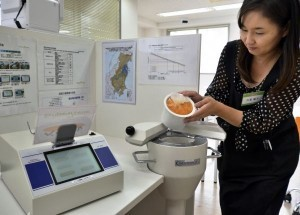Radiation fears haunt Japanese food shoppers