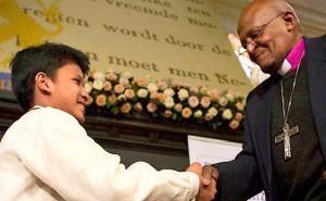 Filipino street kid, 13, wins $100,000 peace prize