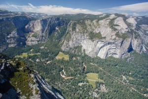 Yosemite open despite virus that killed two