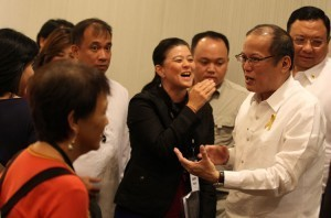 Aquino ignores call to quit smoking
